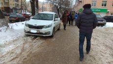 В Смоленске пешеход отомстил автохаму, который оставил авто на тротуаре