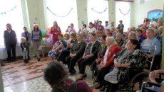 Газманов и «папина дочка» выступили перед смоленскими стариками