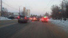 Авария с двумя кроссоверами в Смоленске перекрыла полдороги