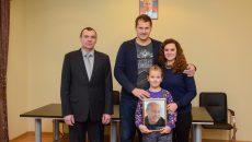 Девочка из Смоленска получила фото Владимира Путина с автографом