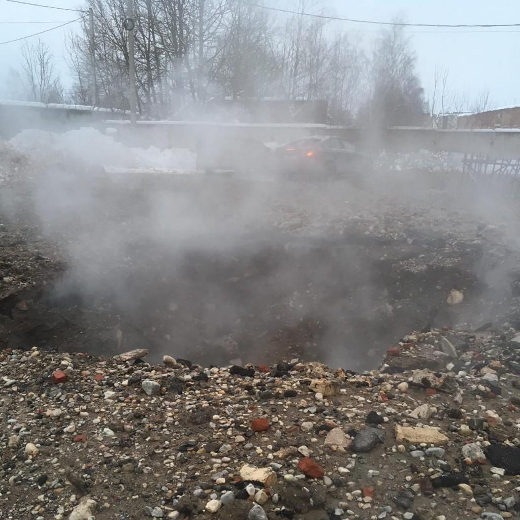 порыв паропровода 10 января 2019 г. на ул. Индустриальной в Смоленске