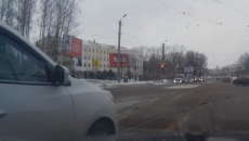 Конфликт водителей на улице Николаева в Смоленске сняли на видео
