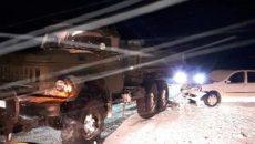 Под Смоленском водитель иномарки врезался в припаркованный ЗИЛ. Есть пострадавший