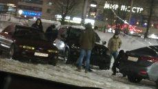 Последствия столкновения BMW и «Лады» в Смоленске сняли на видео