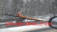 Под Смоленском сразу две машины вылетели с трассы М-1