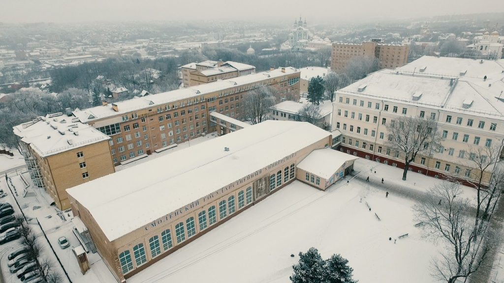СмолГУ зимой (фото пресс-службы вуза)