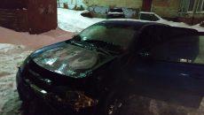 В центре Смоленска загорелась иномарка