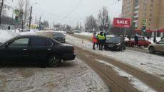 В Смоленске 38-летний водитель «Соляриса» пострадал в двойной аварии