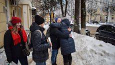 В Смоленске к флешмобу объятий присоединились больше 250 человек