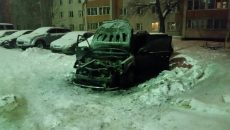 В Смоленске ночью загорелся кроссовер на улице Крупской