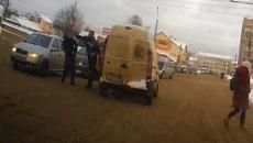 В Смоленске водитель жестоко избил пешехода на оживлённом перекрёстке