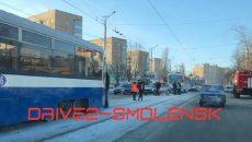 Водитель и две пассажирки пострадали в столкновении трамвая и маршрутки в Смоленске