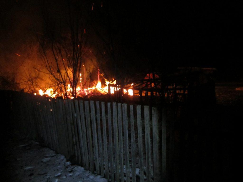 дача, частный дом, пожар, возгорание, зима, загородное жилье (фото 67.mchs.gov.ru)