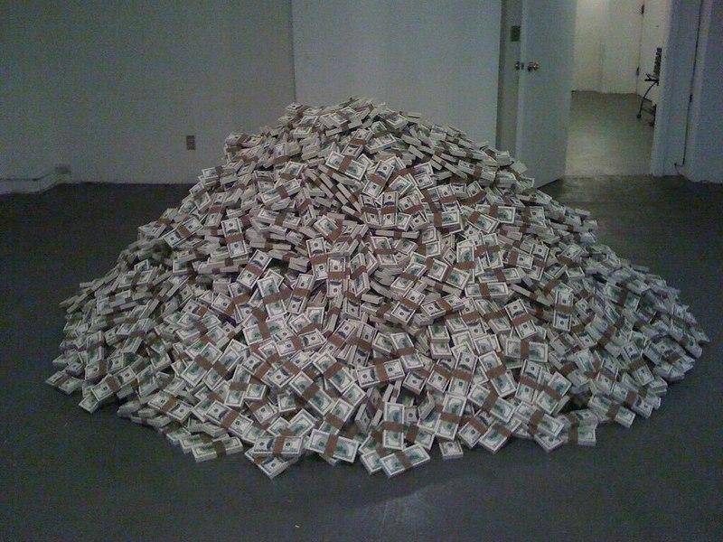 доллары, наличные, деньги (фото twitter.com)