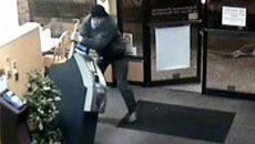 В магазине под Смоленском грабитель-рецидивист разбил терминал