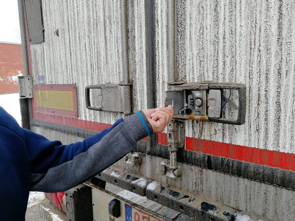 граница, проверка, фура, грузовик, санкционные товары, контрабанда_2 (фото пресс-службы ПУ ФСБ по Смоленской области)