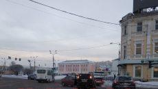 В Смоленске жестко столкнулись легковушка и кроссовер на Колхозной площади