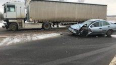 Автоледи серьезно пострадала от столкновения с фурой на трассе под Смоленском