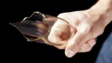 Смолянин набросился на обидчика с осколком стекла