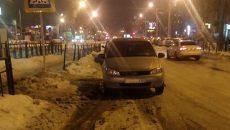 В Смоленске пешеход отомстил автохаму, который оставил машину на переходе
