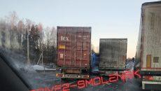 Страшное ДТП на трассе под Смоленском: две фуры зажали легковушку