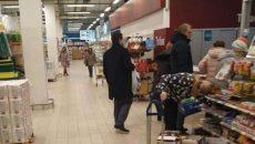 Горожане удивились походам Алексея Островского по магазинам в Смоленске