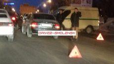 «Всё в стекле и пластике!» В Смоленске произошло жесткое ДТП с инкассаторской машиной