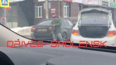 Возле гипермаркета в Смоленске столкнулись иномарки