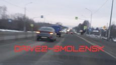 В Смоленске иномарка врезалась в почтовый фургон