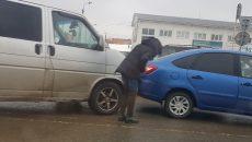 На Верхнем Волоке в Смоленске столкнулись фургон и два легковых авто