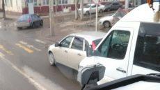 На Витебском шоссе в Смоленске маршрутка врезалась в легковую машину