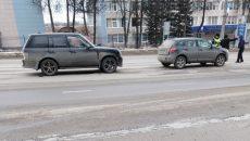 На проспекте Гагарина в Смоленске столкнулись внедорожник и кроссовер