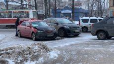 На улице Николаева в Смоленске жёстко столкнулись две «Мазды»