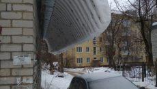 В Смоленске ищут хозяина машины, над которой нависла снежная угроза
