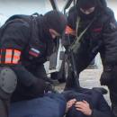 https://smolensk-i.ru/accidents/spetsoperatsiyu-silovikov-na-sklade-lipovyih-sigaret-i-spirtnogo-v-smolenske-snyali-na-video_272257