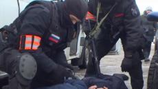 Спецоперацию силовиков на складе «липовых» сигарет и спиртного в Смоленске сняли на видео