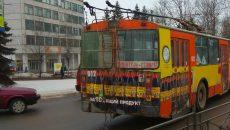 У поворотного кольца в Смоленске столкнулись иномарка и троллейбус