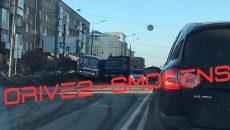 В Смоленске КамАЗ врезался в автобус и «Гранту»