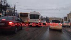 В Смоленске авария с маршруткой спровоцировала затор на перекрёстке