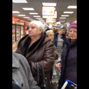 https://smolensk-i.ru/society/kumovstvo-i-blat-v-smolenske-kassir-vne-ocheredi-obsluzhila-svoyu-znakomuyu_283058