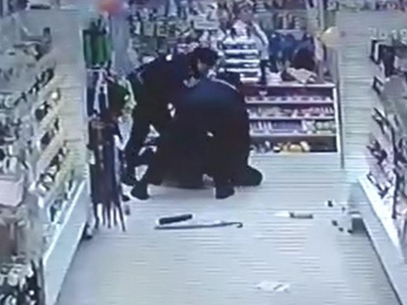 В Смоленске нетрезвый мужчина напал с канцелярским ножом на продавца_3 (фото vk.com id378670968)