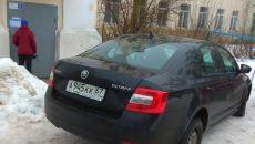 В Смоленске «шкодливый» водитель закрыл проход соседям