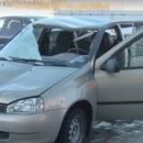 https://smolensk-i.ru/auto/v-smolenske-upavshaya-s-kryishi-glyiba-lda-razbila-avtomobil-v-hlam_273045