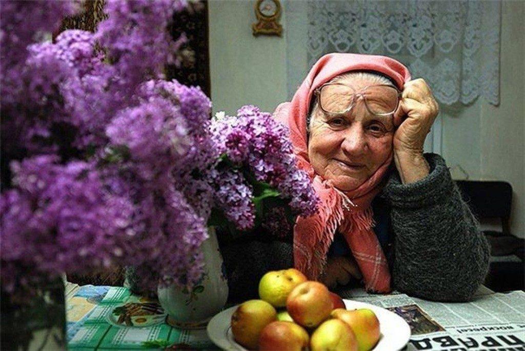 пенсионерка, пожилая женщина (фото infourok.ru)