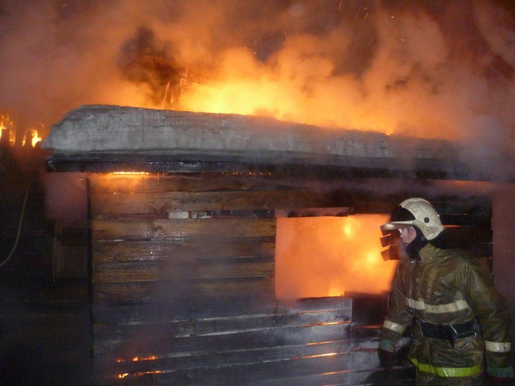 пожар, деревянное строение, возгорание, баня, сарай (фото 67.mchs.gov.ru)