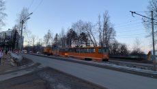 В Смоленске трамвай сошел с рельсов на дамбе