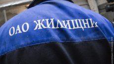 В Смоленске «Жилищник» прикрыл разобранные в подъезде стены досками