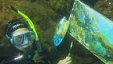 Смолянка пишет картины на дне моря