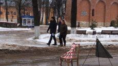 В Смоленске стул превратили в дорожный знак