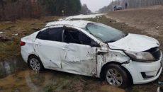 Иномарка перевернулась на трассе под Смоленском: пострадали двое